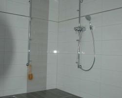 Duschbad Sanierung mit Holzoptikfliese