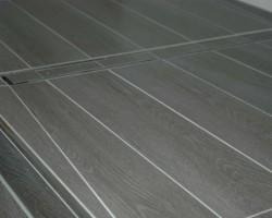 Duschbereich gemauert und mit Holzoptikfliesen verlegt, Duschrinne von TeCe