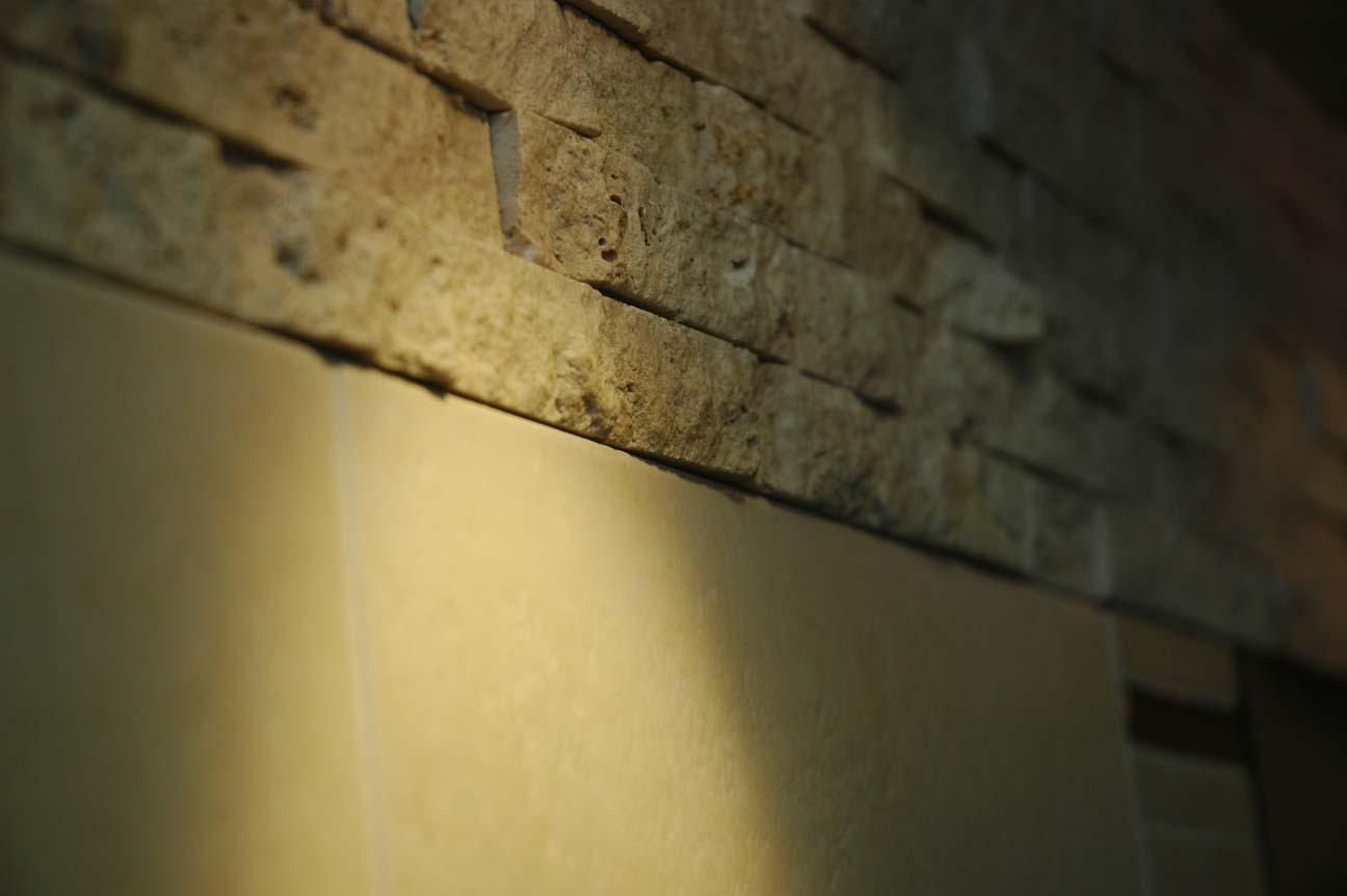 Naturstein Brick, kombiniert mit Wandfliese