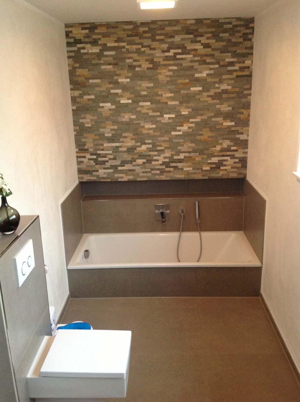 Badewanne eingelassen extra tief inkl. Niesche/ Ablage und Naturstein Brick